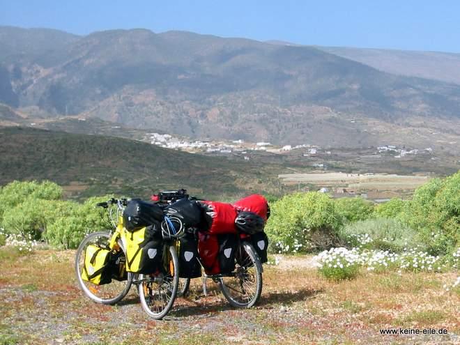 Radreise Teneriffa: Reiseräder mit Bergpanorama