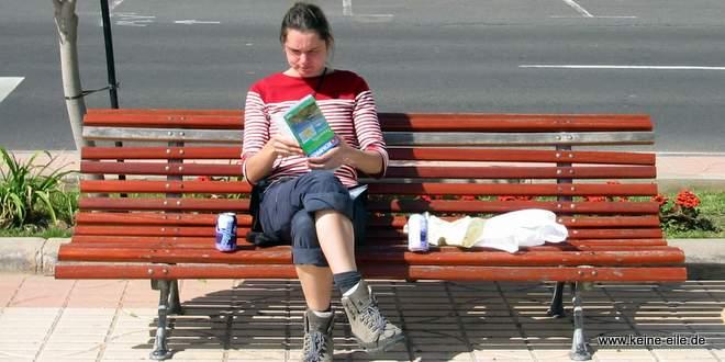 Radreise Teneriffa: Pause auf einer Bank in Granadilla