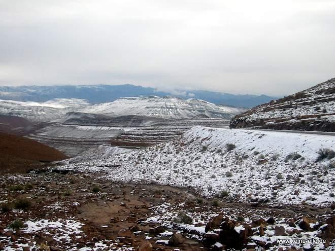 Roadtrip Marokko: Schnee auf dem Weg nach Agdz