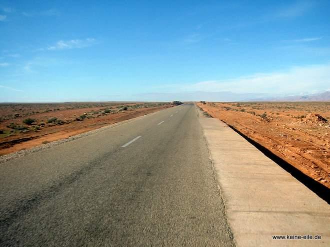 Roadtrip Marokko: alles flach in der Wueste