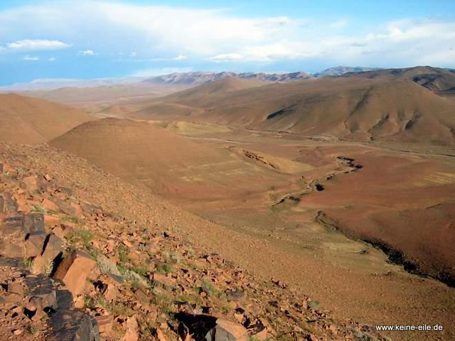 ^Roadtrip Marokko: Landschaft bei Agdz