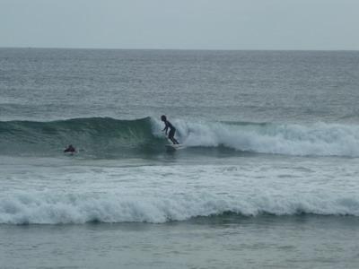 Wellenreiter am Praia do Barranco