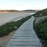 Holzsteg durch die Dünen zum Strand Praia da Bordeira
