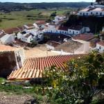 Portugal, Algarve, Aljezur: Blick über die Dächer von Aljezur