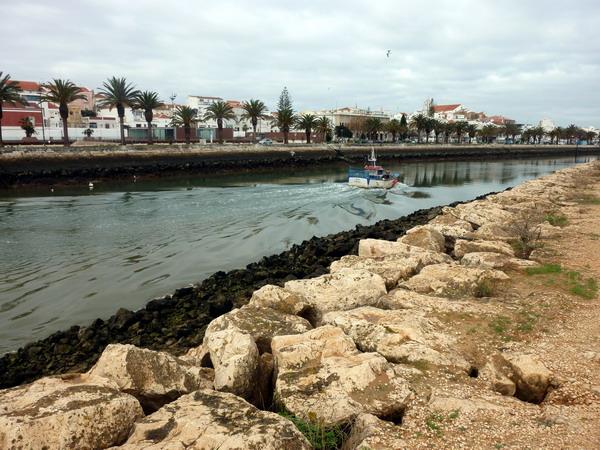 Der Ribeira de Bensafrim in Lagos, Algarve, Portugal