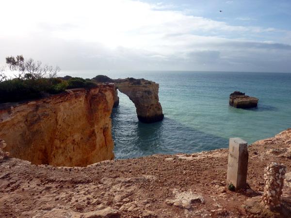 Reisebericht Praia da Marinha, Algarve, Portugal: am Klippenrand entlang