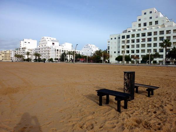 Die Appartementhäuser an der Promenade von Quarteira