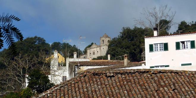 Kirche über dem Ort Monchique, Algarve, Portugal