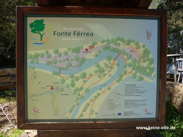 Hinweisschild an der Fonte Ferrera, Algarve, Portugal