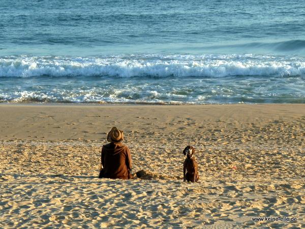 Olaf und Lucy am Strand Baixinha bei Vilamoura, Algarve, Portugal