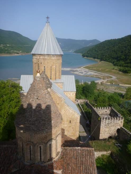 Beatrice Sonntag: Wehrkirche in Ananuri, Georgien