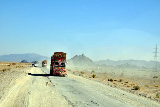 Auf dem Hippie Trail: Pakistanische LKWS sind fahrende Kunstwerke
