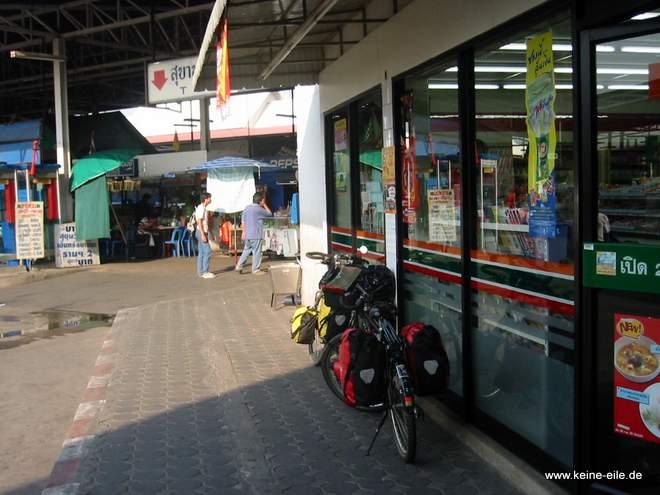 Mit dem Bus geht´s gleich weiter nach Bangkok