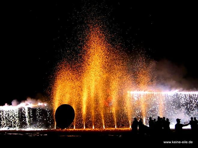 Feuerwerk zur Geburtstagsfeier von König Bhumipol in Bangkok