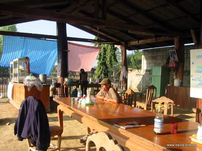Frühstück in einem Restaurant bei Thoen in Thailand