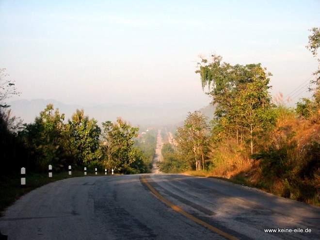 Radrundreise Thailand: Hügelige Straße