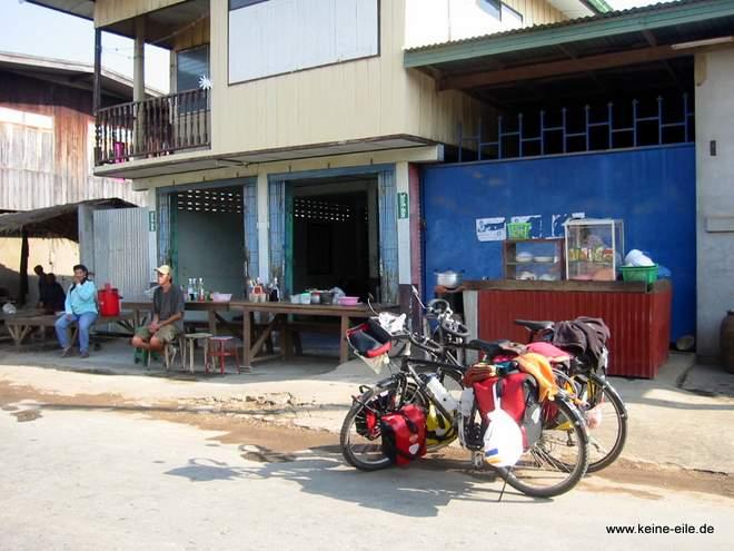 Radrundreise Thailand: Mittagessen in einem kleinen Restaurant