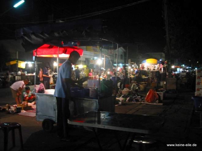 Nachtmarkt in Nakhom Phamon