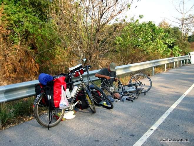Radrundreise Thailand: Reifenpanne