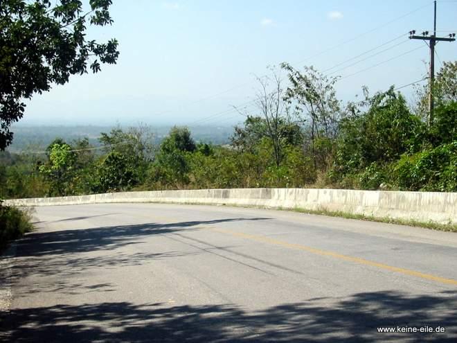 Straße in den Hügeln, Thailand