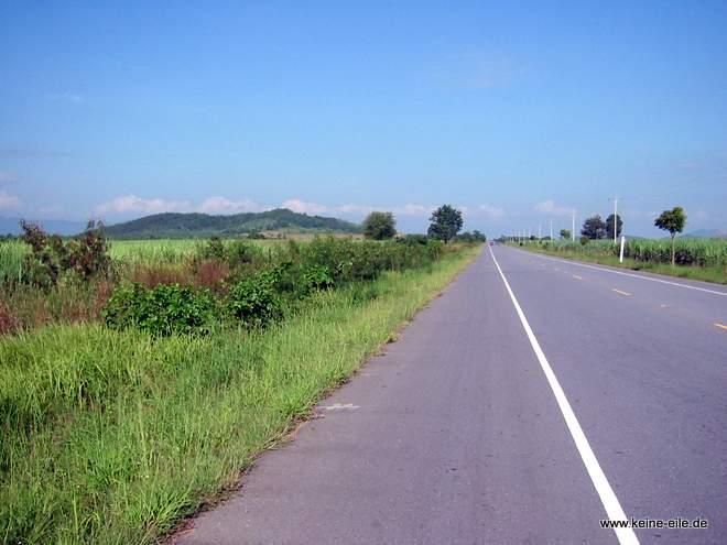 Straße nach Pang Si Lathon