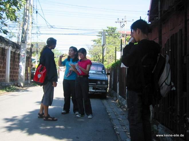 Interview mit dem Nachwuchs der Touristenpolizei, Chiang Mai, Thailand
