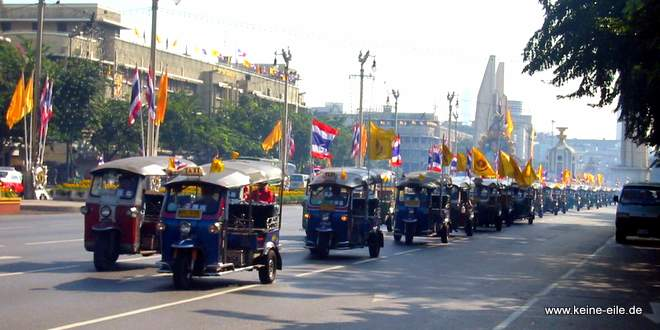 Tuk Tuk Parade in Bangkok