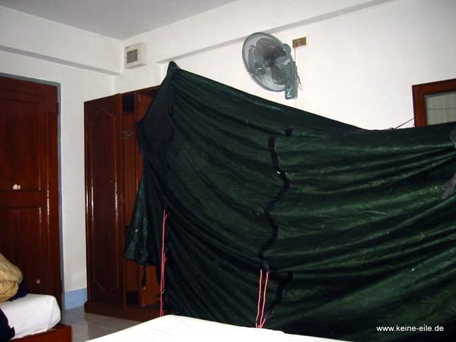 Zelt trocknen im Hotelzimmer