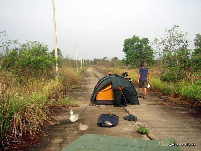 Radrundreise Thailand: Zelt trocknen