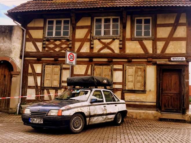 Der Opel Kadett im Elsass