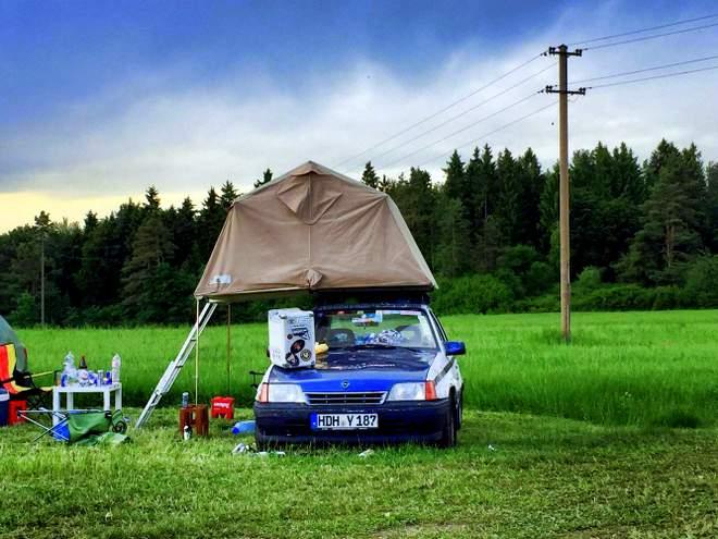 Der Opel Kadett mit Dachzelt