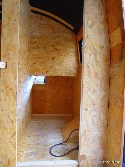 Wohnmobil Selbstausbau Das Bad befindet sich nun neben dem Bett und hat endlich auch ein Fenster