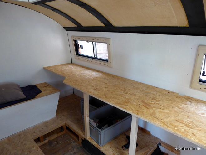 Wohnmobil Selbstausbau Am anderen Ende der Arbeitsfläche ist Platz für einen Büroarbeitsplatz eingeplant