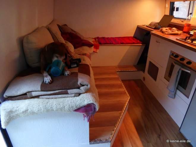 Wohnmobil Selbstausbau Das neue Wohnzimmer - hier fehlt noch der Tisch
