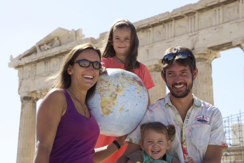 Die 4-wheel-nomads vor der Akropolis.