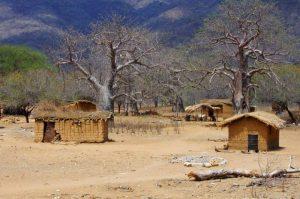 Overland Tour Ostafrika: Dorf am Malawi See