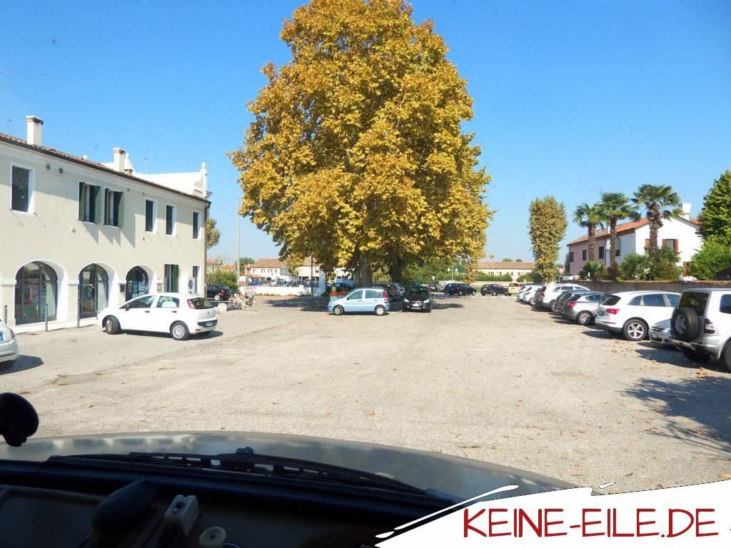 Anreise Griechenland: Parkplatz in Giovanni bei Oriago