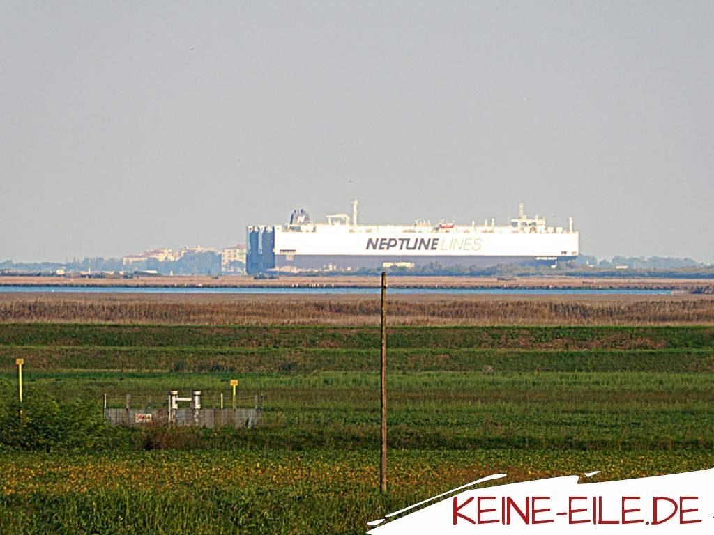 Anreise Griechenland: Schiff das den Hafen von Venedig verlässt