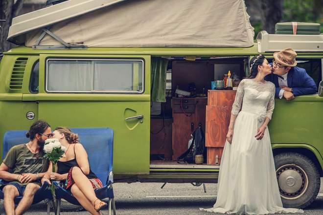 VW Bulli T2 bei einem Hochzeitsshooting in Penang