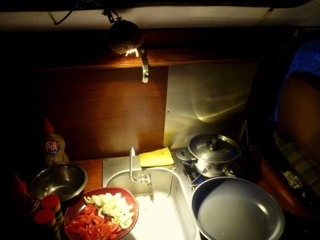 Die Küche im VW Bulli T2