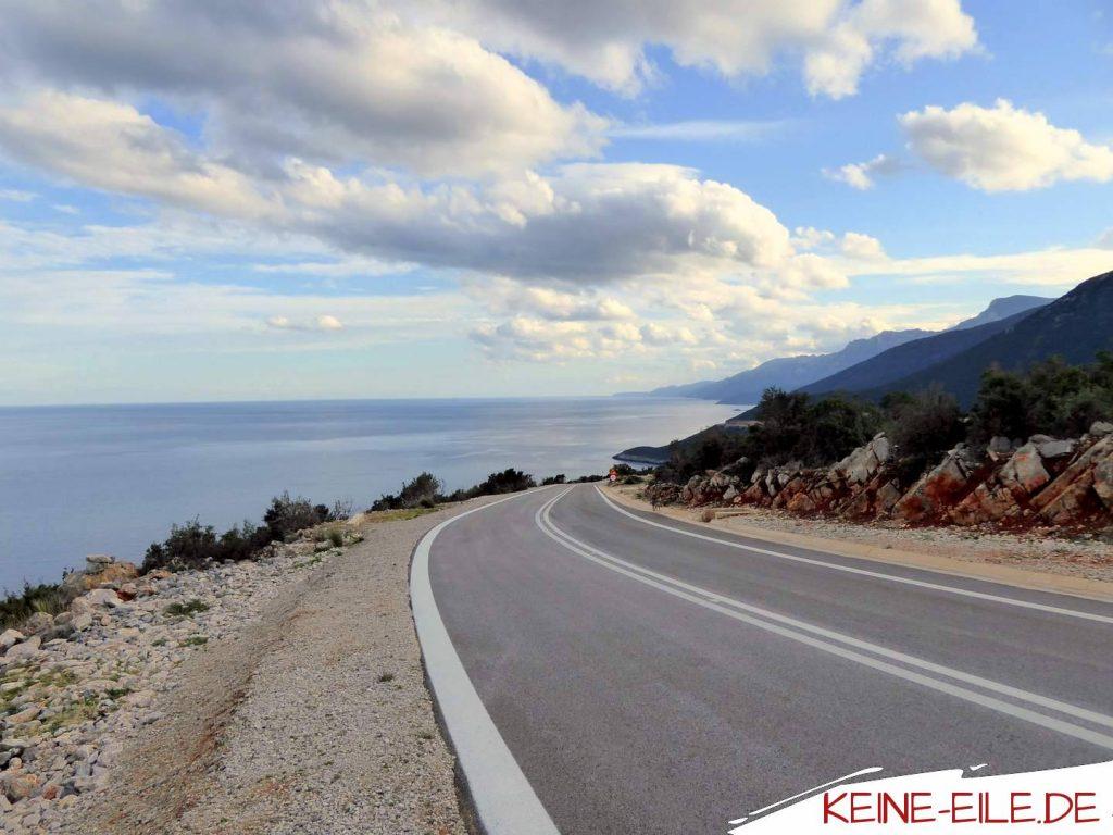 Die neue Küstenstraße zwischen Fokiano und Kyparissi