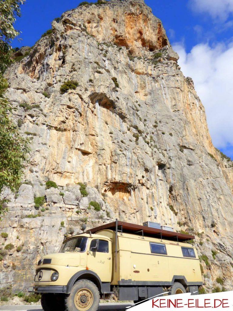 Straße durch die Berge bei Kyparissi