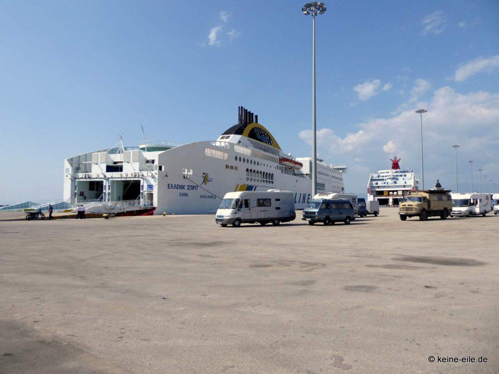 Im Hafen von Patras