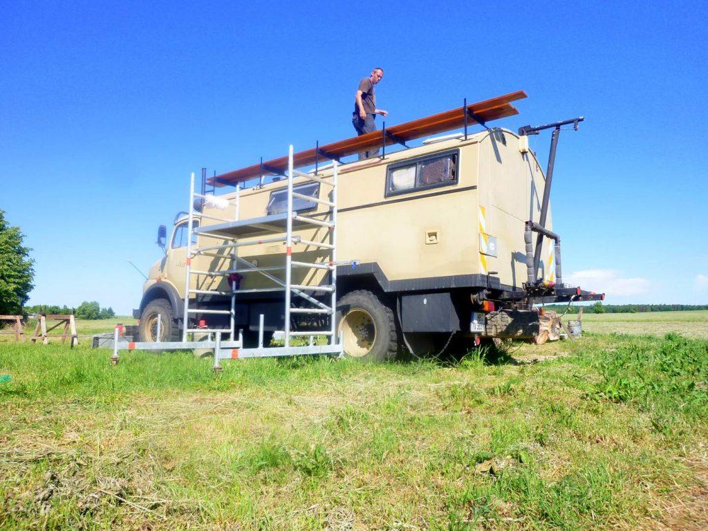 10 Jahre Wagenleben: Bau der neuen Dachterrasse