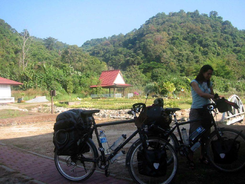 Mit dem Fahrrad nach Wang Ching
