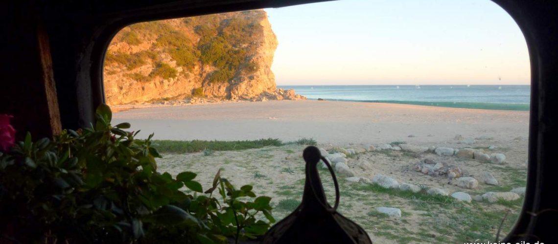 Blick aus dem Fenster - am Strand Boca do Rio (Algarve)