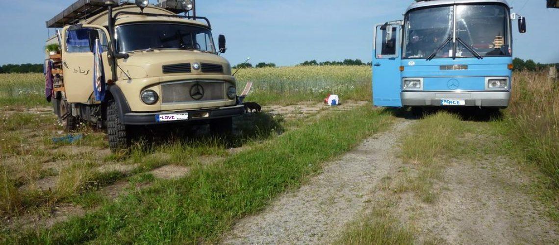 Das Busteam zu Besuch: LKW trifft Reisebus